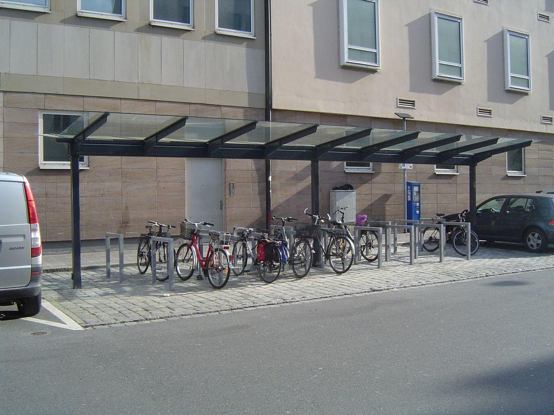 8-feldrige Fahrradüberdachung, doppelseitig