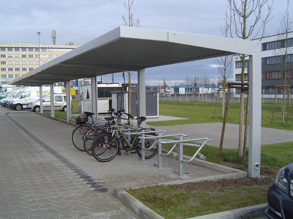 Fahrradüberdachung FH 60 als Reihenanlage, Dachtiefe 2,80 m