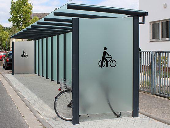 Fahrradüberdachung FH 32 einseitig mit Piktogramm als Scheibendekor