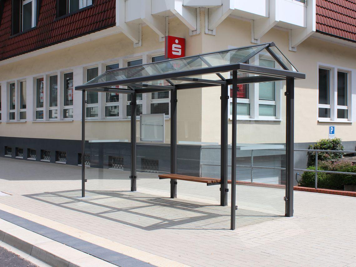 Wartehalle mit Spitzgiebeldach