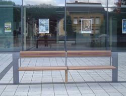 Holzsitzbänke