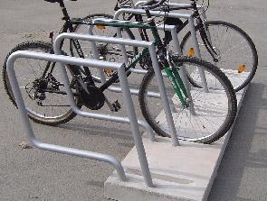 Fahrradanlehnbügel Parallel mit Betonsockel Raute