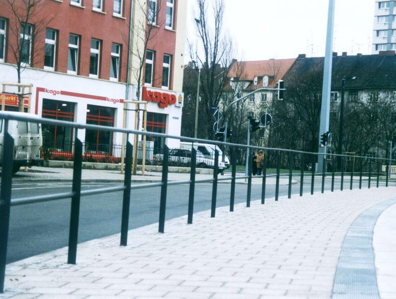 Geländer System 30 mit Handlauf und Knieholm