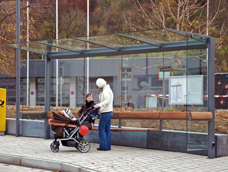 Wartehalle Meilenstein 4-feldrig mit beiseitigen Glas-Seitenteilen