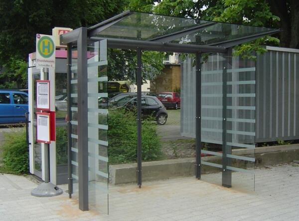 Wartehalle Tetra in 2-feldriger Ausführung mit großem Seitenteil
